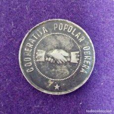 Monedas locales: ANTIGUA FICHA COOPERATIVA POPOLAR (POPULAR) OBRERA. MANLLEU. 1 PESETA. CATALUÑA.. Lote 80636754