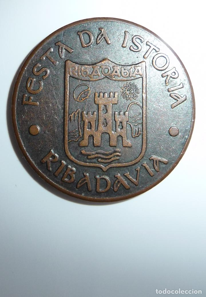 Monedas locales: FICHA, TOKEN, JETÓN MONEDA DE 5 MARAVEDÍS UTILIZADA EN **FESTA DA ISTORIA** RIBADAVIA-OURENSE - Foto 4 - 97344866