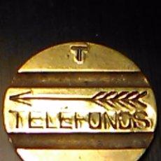 Monedas locales: FICHA TELEFONO LETRA T COMPAÑIA TELEFONICA NACIONAL ESPAÑOLA C. T. N. E.. Lote 102780679
