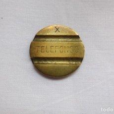 Monedas locales: FICHA DE TELEFONOS LETRA X LATON AÑOS 60. Lote 105648715
