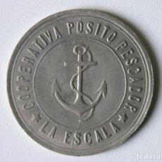 Monedas locales: FICHA MONEDA 5 PESETAS - COOPERATIVA PÓSITO PESCADOR - LA ESCALA (GIRONA) - AÑOS 20 - RARA+. Lote 142460394