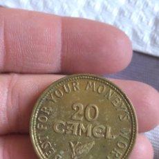 Monedas locales: ANTIGUA FICHA DE TABACO CAMEL 1956. Lote 161163501