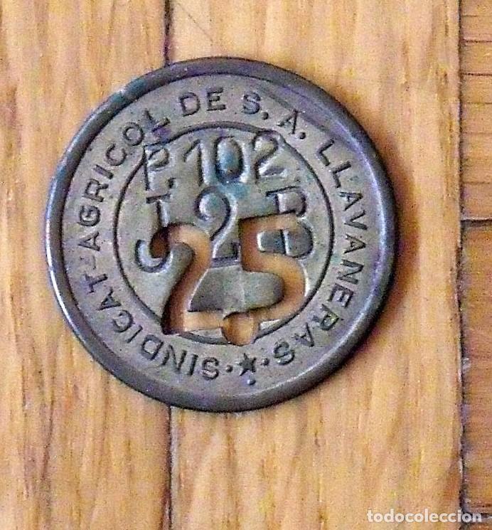 FICHA MONEDA DEL SINDICATO AGRÍCOLA DE LLAVANERES DE 25 P-102 T-2-B. EN BUEN ESTADO. (Numismática - España Modernas y Contemporáneas - Locales y Fichas Dinerarias y Comerciales)