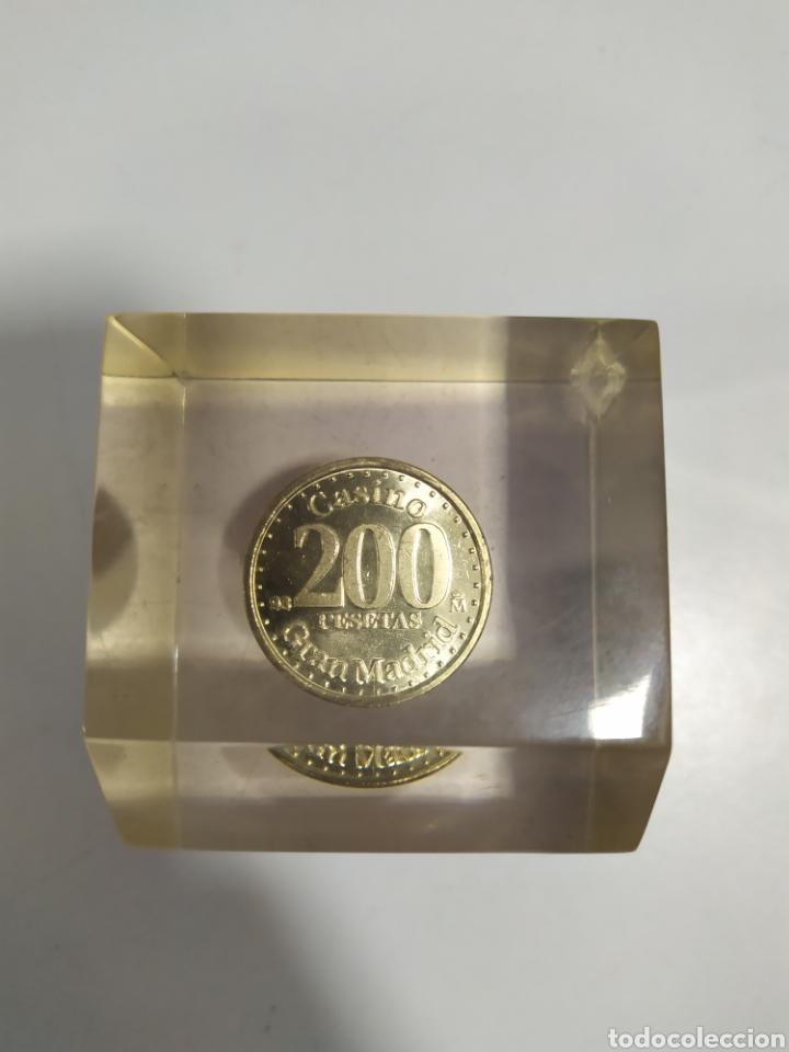 Monedas locales: ANTIGUA FICHA DE EL CASINO DE MADRID DE 200 PESETAS DE LA CASA DE MONEDA DE MADRID, EN METACRILATO - Foto 2 - 177961835