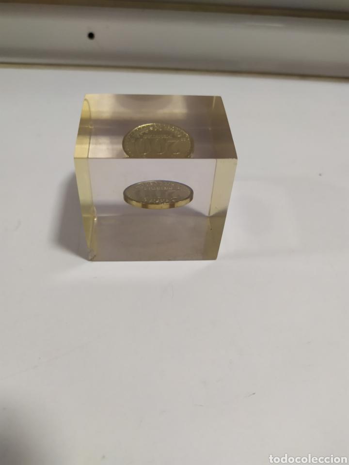 Monedas locales: ANTIGUA FICHA DE EL CASINO DE MADRID DE 200 PESETAS DE LA CASA DE MONEDA DE MADRID, EN METACRILATO - Foto 5 - 177961835