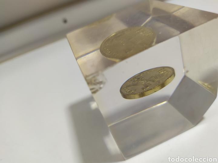 Monedas locales: ANTIGUA FICHA DE EL CASINO DE MADRID DE 200 PESETAS DE LA CASA DE MONEDA DE MADRID, EN METACRILATO - Foto 7 - 177961835