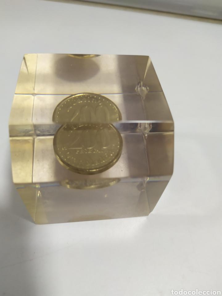 Monedas locales: ANTIGUA FICHA DE EL CASINO DE MADRID DE 200 PESETAS DE LA CASA DE MONEDA DE MADRID, EN METACRILATO - Foto 10 - 177961835