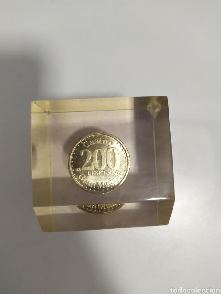 Monedas locales: ANTIGUA FICHA DE EL CASINO DE MADRID DE 200 PESETAS DE LA CASA DE MONEDA DE MADRID, EN METACRILATO - Foto 11 - 177961835