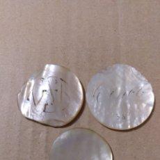 Monedas locales: TRES FICHAS DE CASINO NÁCAR 28, 30 Y 33 MM. A CLASIFICAR. Lote 179543902
