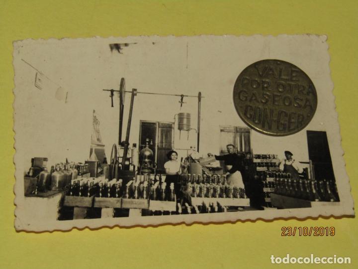 Monedas locales: Antigua Moneda en Latón VALE POR OTRA GASEOSA de Espumosos CON-GER en Meliana Valencia Año 1940-50s - Foto 2 - 258195165