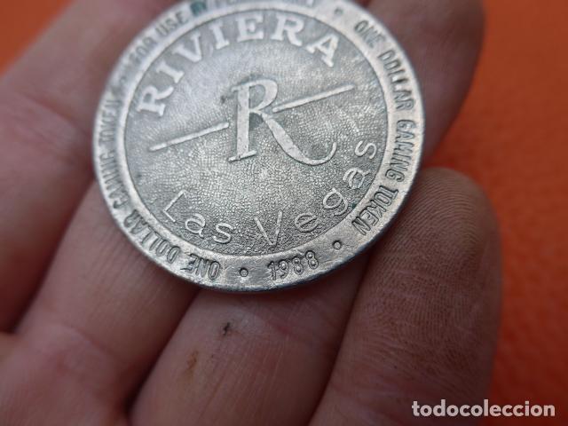 Monedas locales: * Antigua ficha del riviera de las vegas, casino, original. ZX - Foto 2 - 189299820