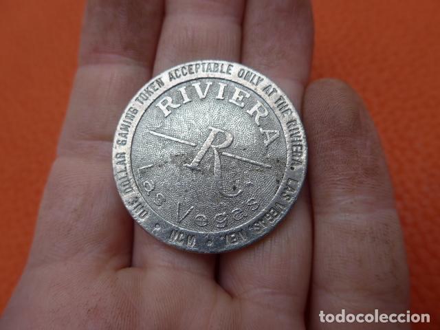 Monedas locales: * Antigua ficha del riviera de las vegas, casino, original. ZX - Foto 3 - 189299820