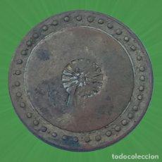 Monedas locales: FICHA ORLA DE PUNTOS Y UN CÍRCULO CENTRAL REALIZADO CON TRIANGULOS, VALOR 5, CASINO MERCADO XXX. Lote 195039686