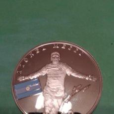 Monedas locales: MONEDA DE MESSI Y FUTBOL CLUB BARCELONA. Lote 196354733