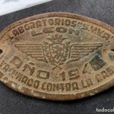 Monnaies locales: PLACA CHAPA VACUNA RABIA LABORATORIOS SYVA LEÓN 1940 PERROS VETERINARIA ANTIRRÁBICA. Lote 223474741