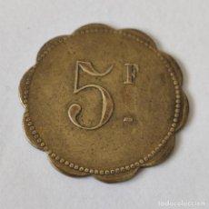 Monedas locales: FICHA MONEDA COOPERATIVA - CASINO SIN DETERMINAR. 5 F. GRANDE. LATON. ORIGINAL.. Lote 263121865
