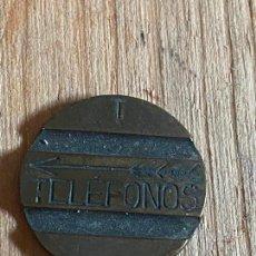 Monedas locales: FICHA DE TELEFONO DE TELEFONICA RARA T Y FLECHA PLUMAS. Lote 276555753