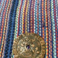 Monedas medievales: CUARTILLO ENRIQUE IV SEVILLA FLORES A LOS LADOS DEL BUSTO. AGUJERO.. Lote 162885544