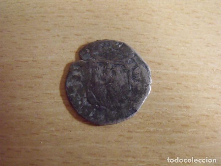 Monedas medievales: Moneda medieval Castilla y León. Tiene un castillo y un león. Plata. Desgaste. - Foto 2 - 176905124