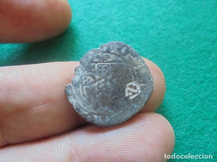 CURIOSA MONEDA DEL REINO DE PORTUGAL , CON UN RESELLO (Numismática - Medievales - Castilla y León)