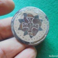 Monedas medievales: BONITO Y CURIOSO EMBLEMA DE LOS ROSA CRUCES, EN PASTA VITREA. Lote 213691525