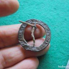 Monedas medievales: BONITA HEBILLA DE CINTURON EN BRONCE CON LEYENDA A IDENTIFICAR. Lote 268955664