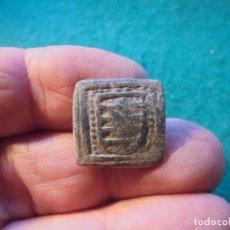 Monedas medievales: BONITO APLIQUE MEDIEVAL CON DECORACION, UN ESCUDO NOBILIARIO. Lote 287163263
