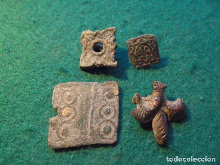 BONITO LOTE DE 4 APLIQUES MEDIEVALES CON DECORACIONES (Numismática - Medievales - Castilla y León)