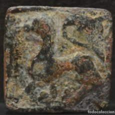Monedas medievales: PINJANTE LEON PASANTE SOBRE CORONA . Lote 183445861