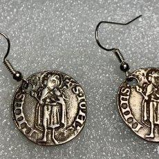 Monedas medievales: 467.PENDIENTES MONEDA ANTIGUA REPRODUCCION FLORIN ARAGONES. Lote 261651750
