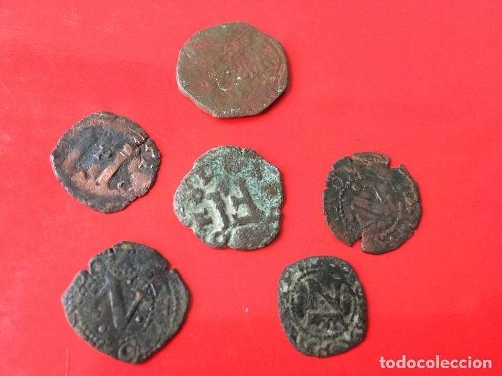 Monedas medievales: Lote de 6 monedas de los Austria de la ceca de Navarra, acuñadas en cobre - Foto 2 - 173554948