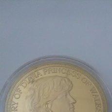 Monedas medievales: MONEDA DE LA PRINCESA DE GALES DIANA 1 OZ BAÑO DE ORO.. Lote 95359675