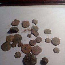 Monedas medievales: LOTE DE MAS DE 20 MONEDAS DE BRONCE VARIAS ÉPOCAS. Lote 113725540