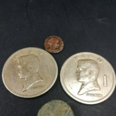 Monedas medievales: LOTE DE 4 MONEDAS PESO FLIPINAS MONEDA ROMANA BOTON MEDIEVAL. Lote 213535156