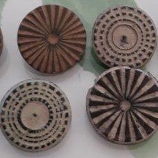 Monedas reinos visigodos: LOTE BOTONES DE BRONCE. Lote 146742172