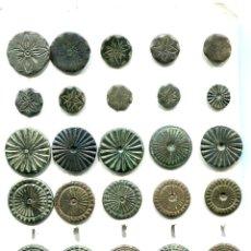 Monedas reinos visigodos: BOTONES ANTIGUOS, TODOS METALICOS CON ANILLAS PERFECTAS 25 PIEZAS. Lote 148533330