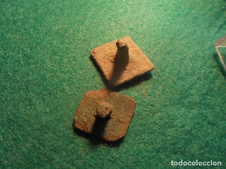 Monedas reinos visigodos: bonitos botones apliques en bronce , decirados con una cruz - Foto 2 - 218195063