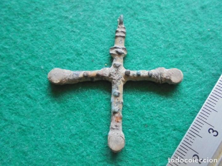 Monedas reinos visigodos: Bonita y rara cruz en bronce y piedras blancas, epoca visigoda - Foto 4 - 268955174