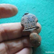 Monedas reinos visigodos: BONITA AGUJA DE HEBILLA DE CINTURON EN BRONCE , DECORADA CON UNA NUMERACION 4 EN LATIN. Lote 261979575