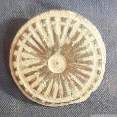 Monedas reinos visigodos: BOTÓN VISIGODO DE BRONCE TALLADO. Lote 271877458