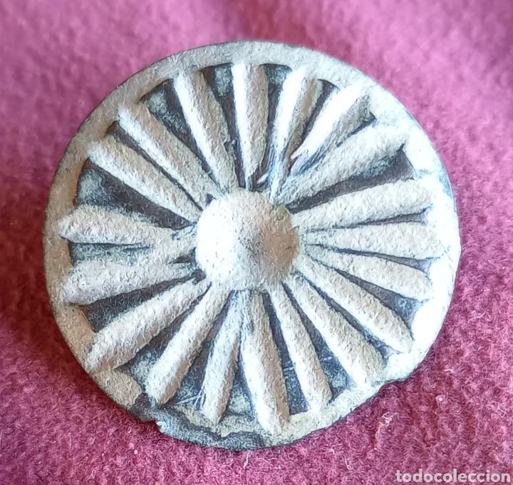 BOTÓN VISIGODO DE BRONCE TALLADO (Numismática - Hispania Antigua - Reinos Visigodos)