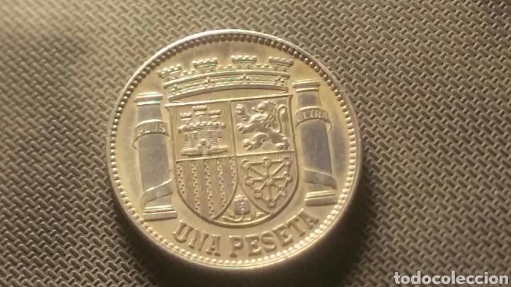 Münzen der Zweiten Republik: Moneda de plata de la republica 1 peseta 1933 - Foto 2 - 147596254