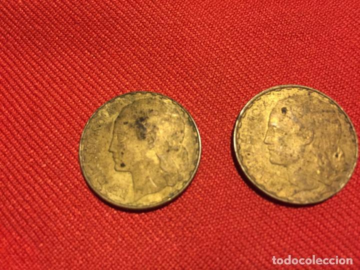 Monedas República: Antiguas 5 moneda / monedas de 1 peseta de la segunda Republica Española año 1937 - Foto 2 - 161495838