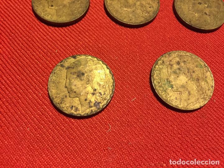 Monedas República: Antiguas 5 moneda / monedas de 1 peseta de la segunda Republica Española año 1937 - Foto 3 - 161495838