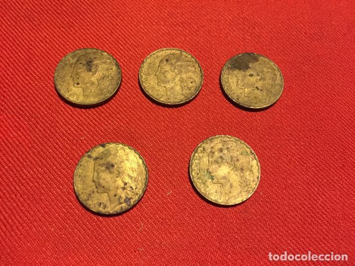Monedas República: Antiguas 5 moneda / monedas de 1 peseta de la segunda Republica Española año 1937 - Foto 4 - 161495838