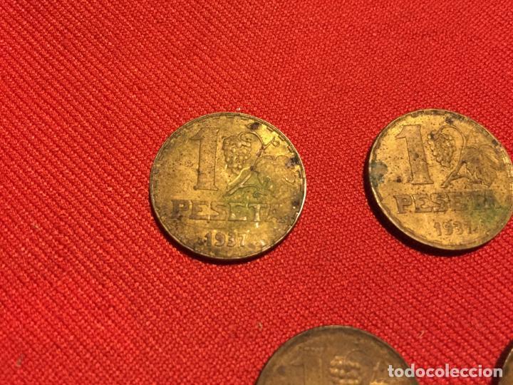 Monedas República: Antiguas 5 moneda / monedas de 1 peseta de la segunda Republica Española año 1937 - Foto 5 - 161495838