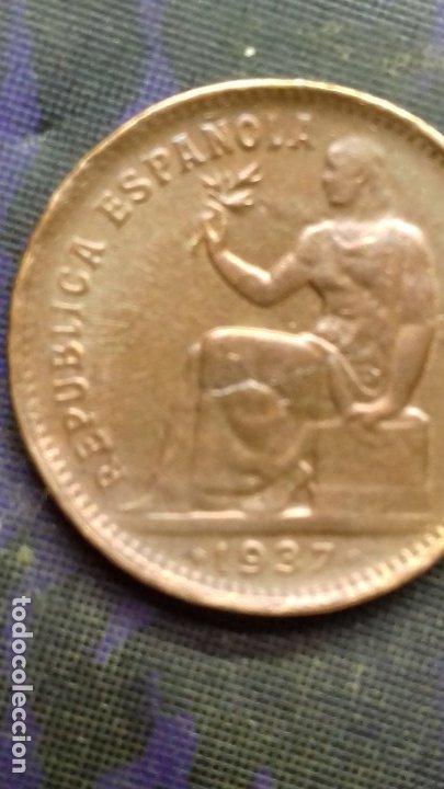 Monedas República: Cincuenta céntimos de peseta 1937 *1*6. 5,96 gramos SC. Orla mixta partes de orla con rayos de Sol. - Foto 2 - 180255355