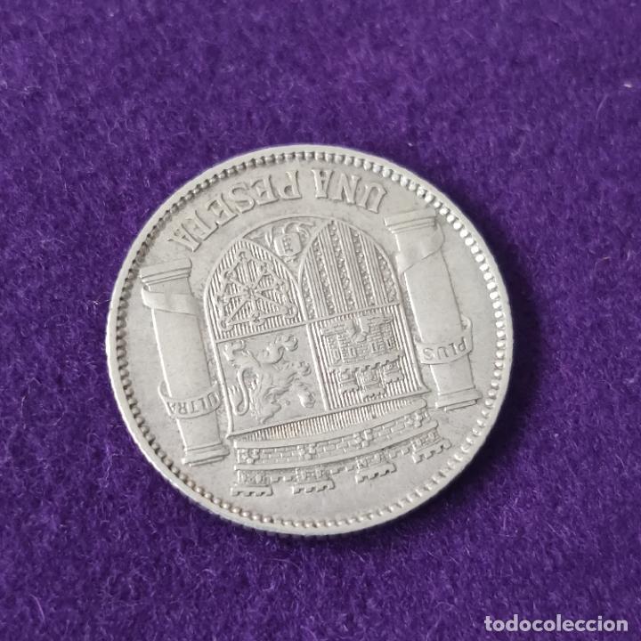 Monedas República: MONEDA DE PLATA ORIGINAL DE 1 PESETA. 1933. REPUBLICA ESPAÑOLA. * 3-4. REVERSO GIRADO. ESCASA. - Foto 2 - 226043560
