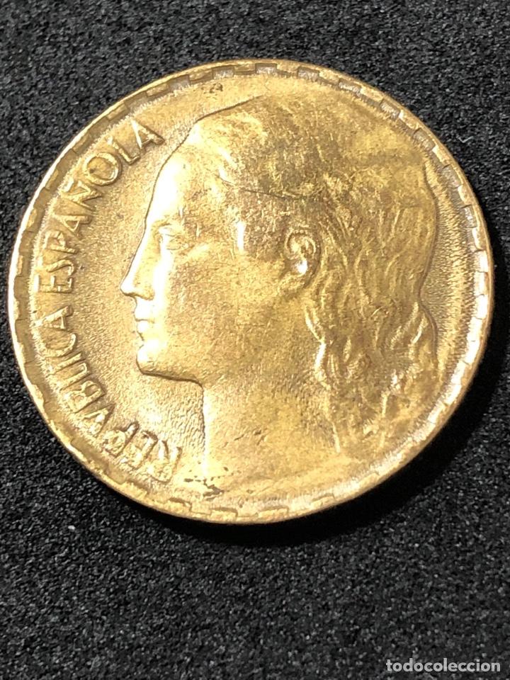 MONEDA DE 1 PESETA DE 1937. II REPUBLICA. LA RUBIA ORIGINAL. (Numismática - España Modernas y Contemporáneas - República)