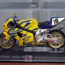 Motos a escala: SUZUKI GSZ-R 750 GREGORIO LAVILLA 2002. Lote 43747654
